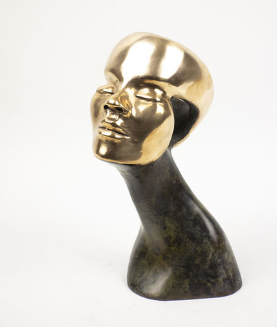 Bronze head by Elise Coenen