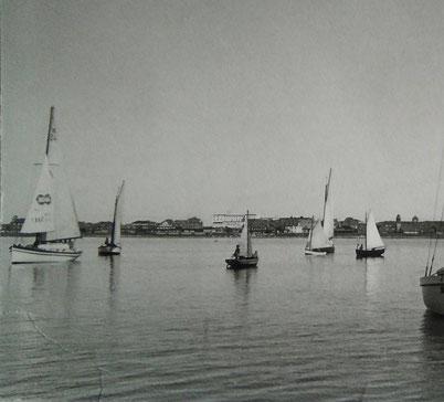 Mitte 1950iger , Segelregatta, Dorf im Hintergrund, Foto: Sammlung Kattwinkel.