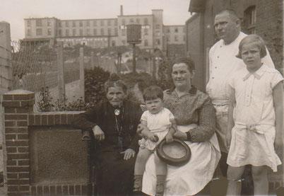 """um 1913 die """"junge"""" Familie mit """"OMA Worch"""""""