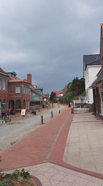 Sommer , Blick in die Gräfin-Theda-Straße