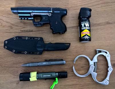 Diverse Gegenstände zur Selbstverteidigung die nicht unter die Regularien des Waffengesetzes fallen.