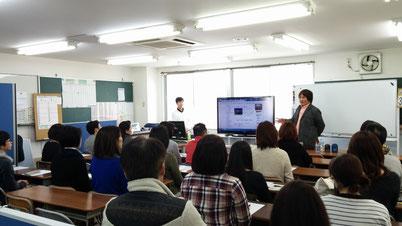 2014 横浜校での親向けトークライブの模様