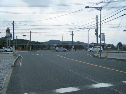 アクセス 川棚温泉駅交差点 右折前の写真