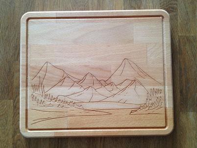 Brotzeitbrett Berge mit See 19,99€