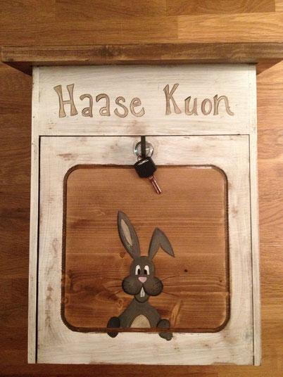 Holzbriefkasten Hase