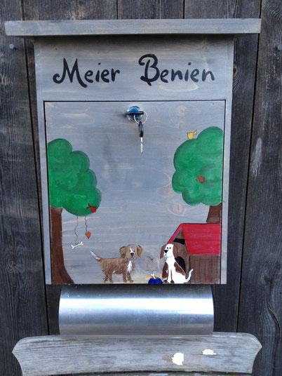 """Briefkasten aus Holz """"Hundehütte"""""""