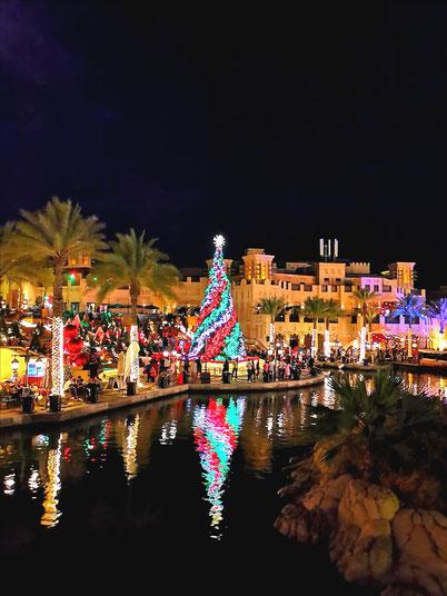 Ein traditioneller Weihnachtsmarkt in Dubai im Souk Madinat Jumeirah