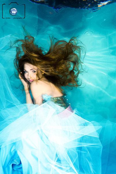 Bild: Model bei einem Unterwasser Modelshooting - Unterwasserfotografie