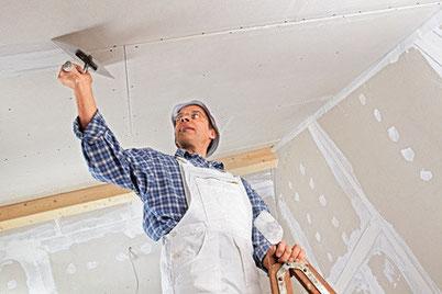 Ob neuer Anstrich der Decke und der Wände oder neue Tapeten: Die Kwast GmbH ist Ihr Partner um Renovierungen.