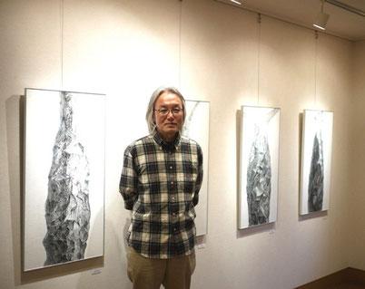 山下さんの作品の黒は、鉛筆で描いているんだそうです