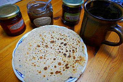 Gebackener Blini mit selbstgemachten Marmeladen