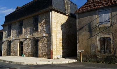 La salle des fêtes et l'ancienne forge