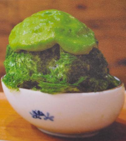 необычное блюдо в Гонконге из зеленого чая и бобов