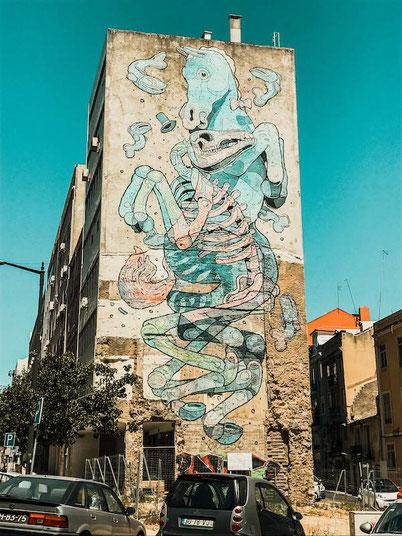 Lisbon street art: a horse