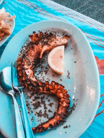 морепродукты на пляже Неа Макри возле Афин