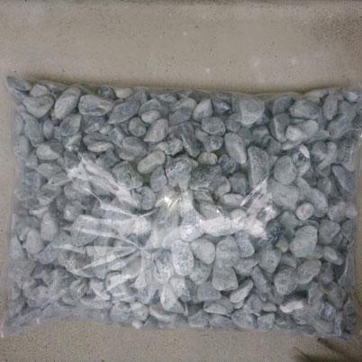 アルカリに変える国産天然濾材石 石サイズ4~4,5㎝                              在庫7 1袋(10㎏)税込 ¥12,0000