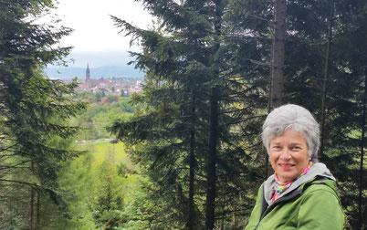 Wanderung im Arboretum mit Blick zum Freiburger Münster