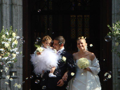 Mariage à l'église, bouquet de mariée, boutonnière, bouquet demoiselle d'honneur
