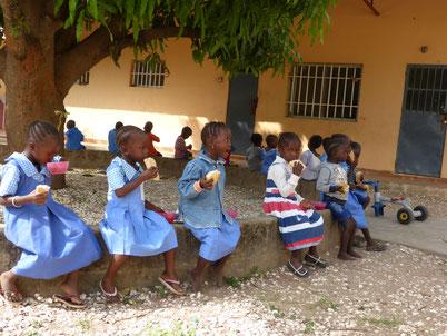 Fieldtrip im Batakunku Kindergarden.