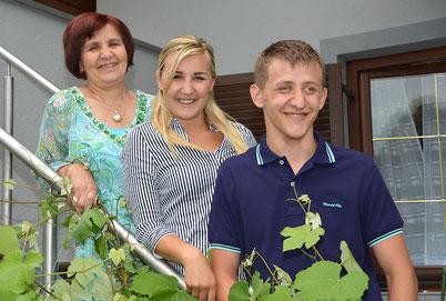 Izeta Zulic mit ihrer Familie