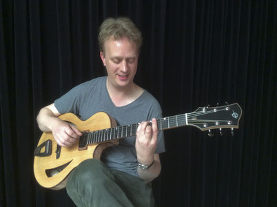 "Thomas Hilbrandie playing Heeres Guitars' 15"" Newport Model Archtop"