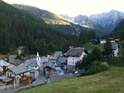 アルプスの麓、小さな村