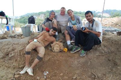 Michael Hoff avec les étudiants archéologues turcs (Michael Hoff, Hixson-Lied professeur d'histoire de l'art, University of Nebraska-Lincoln)