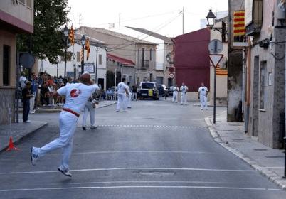 Los pueblos mantienen la tradición de jugar en la calle