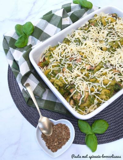 Pasta met broccoli-spinaziesaus en gehaktballetjes