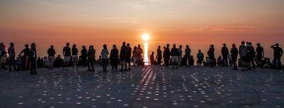 """Gl. Skagen: Sonnenuntergang über der dänischen Nordsee am neu gestalteten """"Sonnenuntergangsplatz"""". Foto: Peter Jørgensen/PR"""