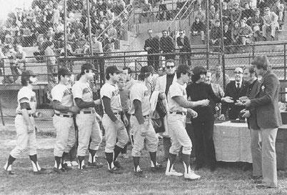 L'Europhon Milano viene premiata al Kennedy per la conquista della Coppa dei Campioni nel 1971 (foto tratta dal sito del Milano 1946)