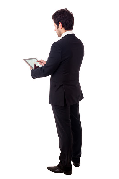 empleado viendo videos en un tablet