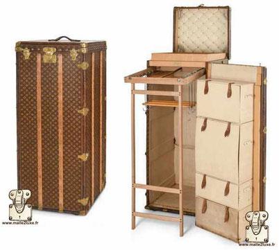 Louis Vuitton Wardrobe trunk - Monogram Year: 1913 Serie: Leather and brass  Exterior: LV stencil Mark 1 monogram canvas Trim: leather Corners: brass Interior: has locker on the door  Wardrobe + locker 1m46 cm x 56 cm x 55 cm