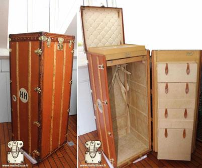 Malle wardrobe Louis Vuitton - Vuittonite  Année : 1910 Extérieur : Toile vuittonite orange  Bordure : cuir Coins : laiton Intérieur :a a casier sur la portière  Penderie + casier 1m46 cm x 56 cm x 55 cm