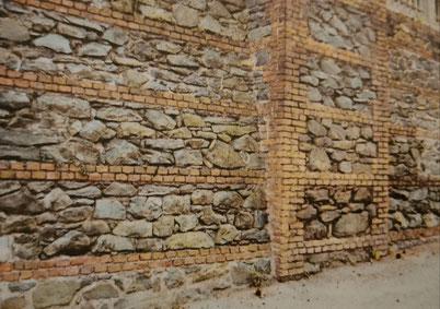 muratura di pietrame listato con mattoni