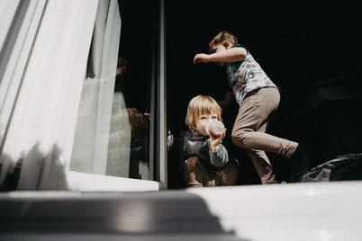 Foto-Tipps für die Eltern, Fototricks für die Familien, eigene Kinder fotografieren, Tipps für die Eltern, Fotograf Berlin, Kinderfotograf in Berlin, Familienfotografin Berlin, Familien zuhause fotografieren, Lena Feelings, Lena Tschuikow, Berlin
