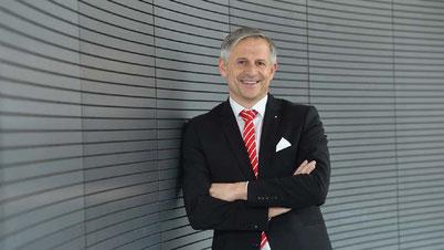 Dr. Wolfgang Zettl ist seit 1. Januar neues Vorstandsmitglied der Kreissparkasse Augsburg. Er wird vor allem das digitale Angebot weiter ausbauen und gleichzeitig die persönliche Nähe zu den Kunden stärken. (Bildrechte: Kreissparkasse Augsburg)