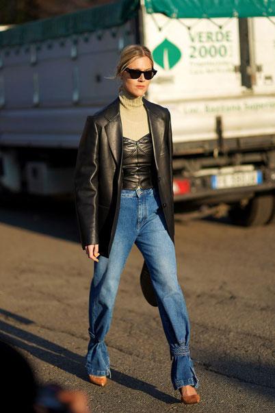 Linda Tol con i jeans moda Primavera 2020 alla Milano Fashion Week.  Credit.Edward B. Images