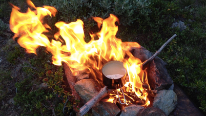 Kochen Feuer draußen outdoor gesund Natur Backpacking Rucksack Vent Alpen Österreich E5 Zwieselstein Sonneck