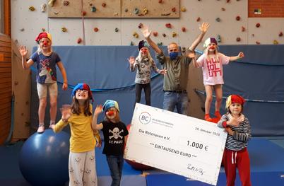 Fundraising bei Soziallotterien: Der Verein Die Rotznasen e.V. hat kleine Zirkus-Workshops dank der Förderung der Bildungslotterie im letzten Jahr veranstaltet.
