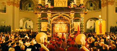Doch das Gnadenbild bleibt mit dem Wein verbunden (Foto Kloster Einsiedeln)