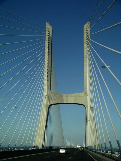 """LISSABON - """"VASCO DA GAMA BRÜCKE"""" über den """"TEJO"""" die mit ihren 17,2 km die längste Brücke EUROPAS ist"""