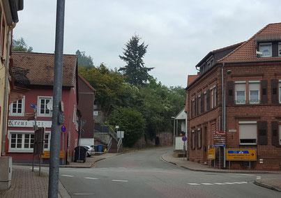 2016, Strassenkreuzung am oberen Kreisel
