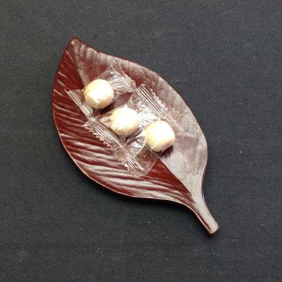 葉っぱのまめ皿|鎌倉漆工房いいざさ