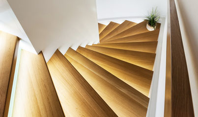 Treppe Massivholz Eiche Licht Beleuchtung