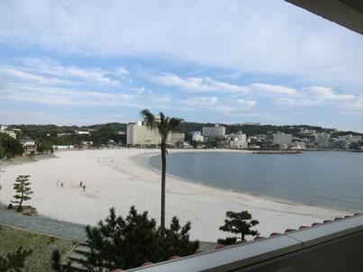 【客室から見える白良浜。外国の様ですね。】