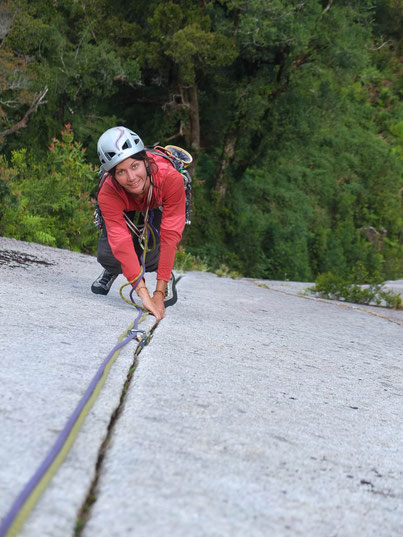 "escalade ""trad"" sur le beau Granit de la vallée de cochamo (chili)"