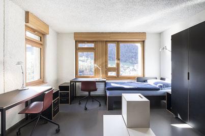 Schreibtisch, Pultkorpus, Bett und Schrank