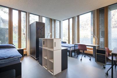 Schrank und Regal als Raumtrenner, Bett und Schreibtisch