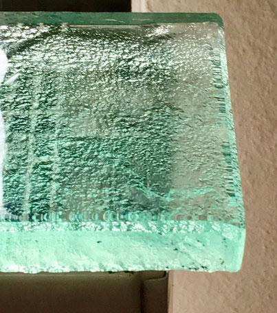 Glasablage in Nahaufnahme